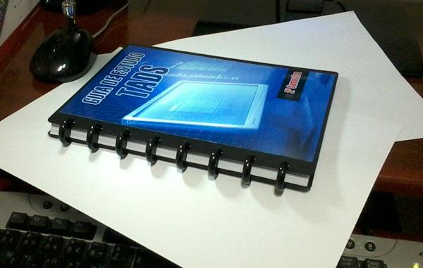 Caderno ARC Staples com a capa personalizada